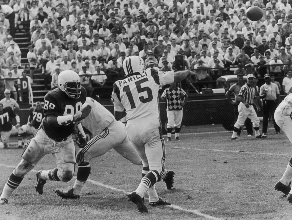 "Vito ""Babe"" Parilli threw a pass in 1965."