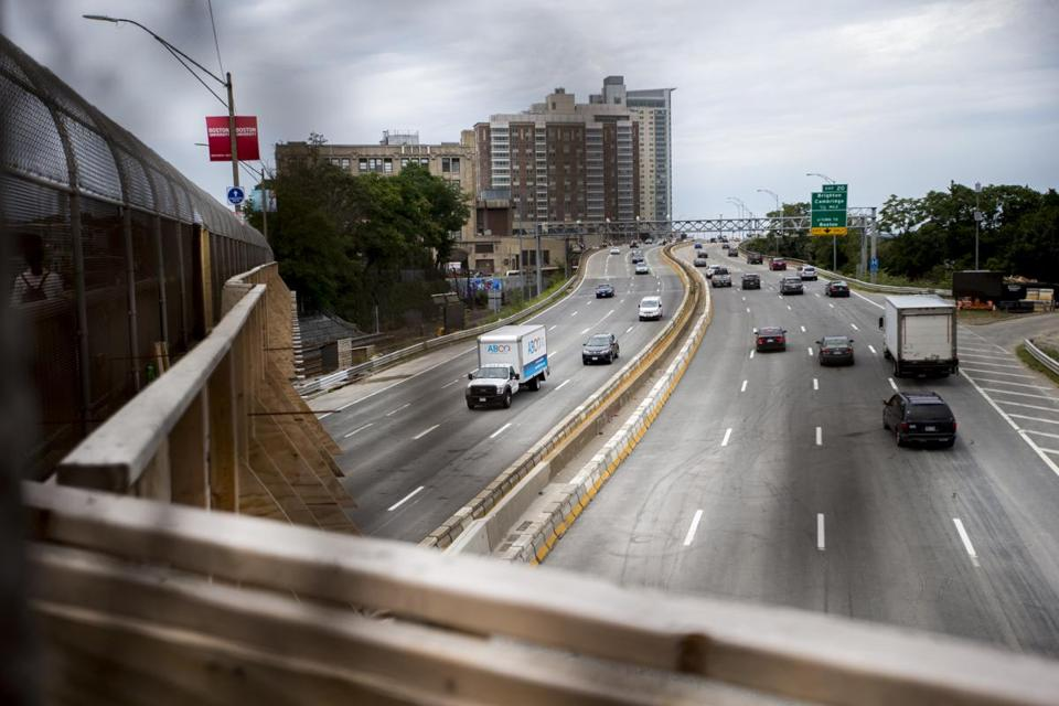No delays here: Eastbound traffic flowed freely under the Commonwealth Avenue Bridge after all lanes on the Massachusetts Turnpike were opened up on Monday, three weeks ahead of schedule.