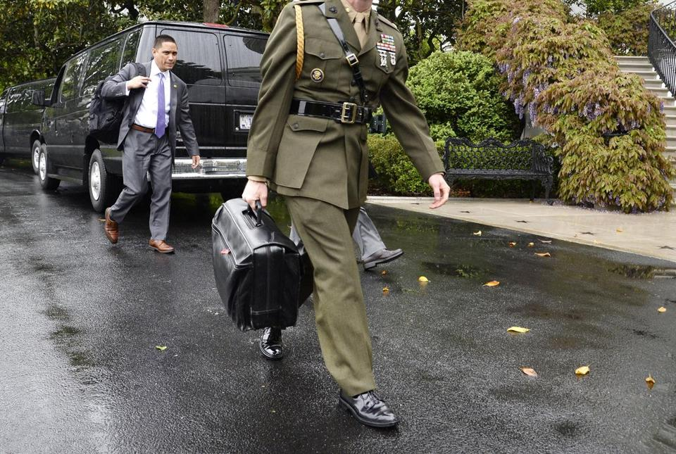 "A military aide carries the ""nuclear football"" on the South Lawn of the White House in Washington, DC, on April 25, 2017. Credit: Olivier Douliery / Pool via CNP - NO WIRE SERVICE- Photo by: Olivier Douliery/picture-alliance/dpa/AP Images"