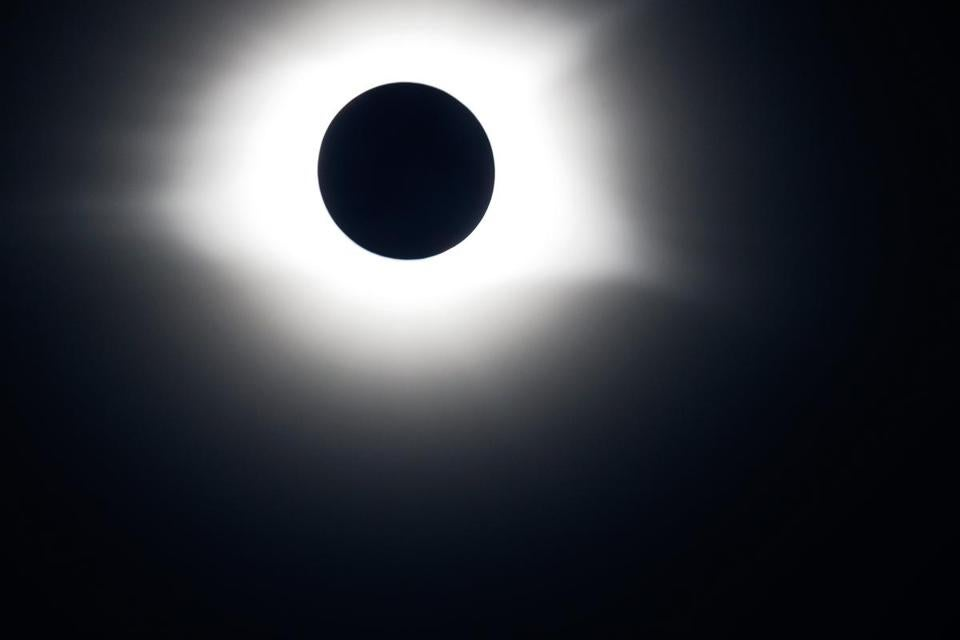 The total solar eclipse takes place in Hopkinsville.