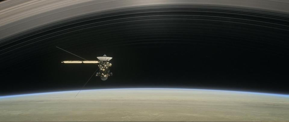 epa06143825 An undated handout photo made available by NASA on 14 August 2017 shows an artist's rendering of Cassini as the spacecraft makes one of its final five dives through Saturn's upper atmosphere in August and September 2017. The spacecraft will end its expedition on 15 September 2017, following a series of 22 dives through the 2,400km gap between Saturn and its rings, with a final plunge into the gas giant. The operation aims at gaining insights into the planet's structure and atmosphere as well as at capturing views of its inner rings. NASA's Cassini spacecraft is in orbit around Saturn since 2004. EPA/NASA/JPL-Caltech HANDOUT HANDOUT EDITORIAL USE ONLY/NO SALES