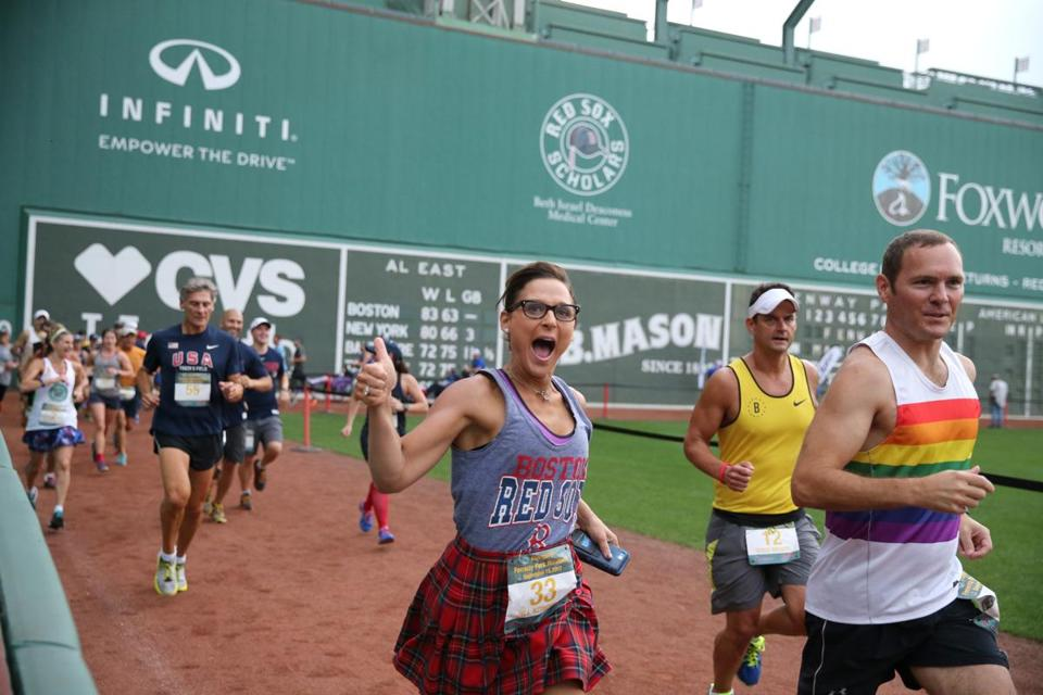 Boston Ma 9/15/17 Runners start take off on the first of 116 laps in the Inaugural Fenway Park Marathon managed by DMSE Sports to benefit the Red Sox Foundation. (Matthew J. Lee/Globe staff) topic: reporter:
