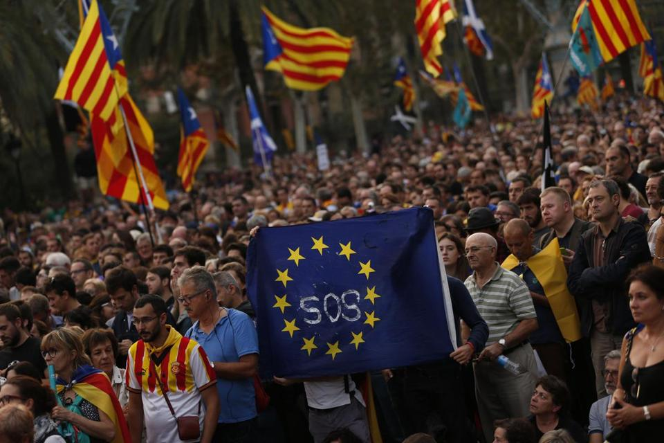 Pro-independence supporters rallied in Barcelona Tuesday. The region's leader called for dialogue with Madrid.