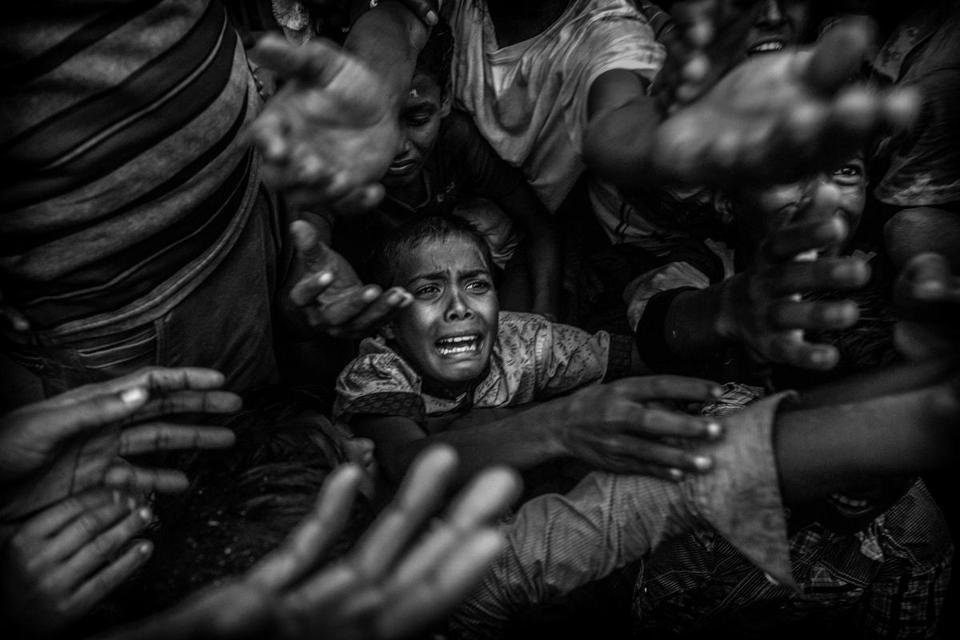 Rohingya refugees flee violence in Myanmar