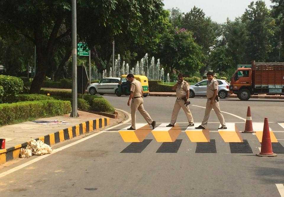 04illusion - In New Delhi, India, 3-D crosswalks have gotten drivers to slow down and pay better attention. (Yogesh Saini / Delhi Street Art)