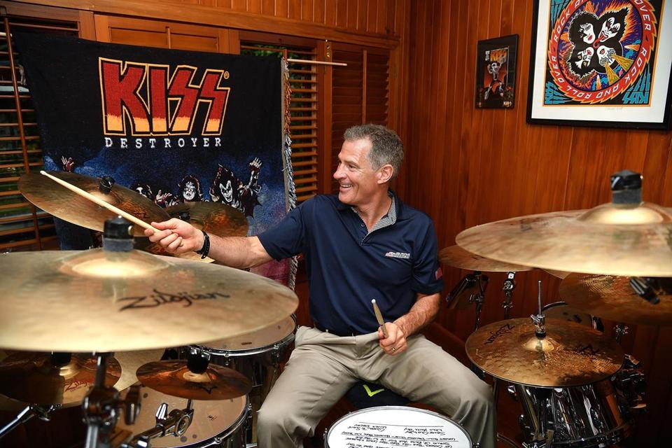 Brown played a drum kit given to him by the band KISS at the US ambassador's residence in Wellington.
