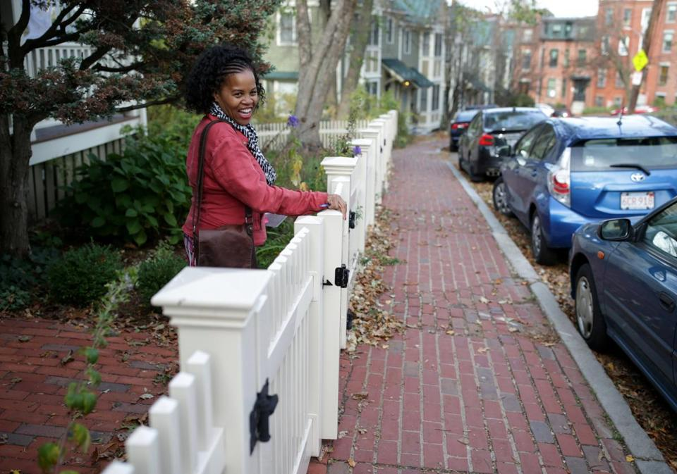 11/04/2017 Boston Ma - Kim Janey (cq) is running for District 7 City Council seat. She was door knocking in Roxbury. Jonathan Wiggs\Globe Staff Reporter:Topic.