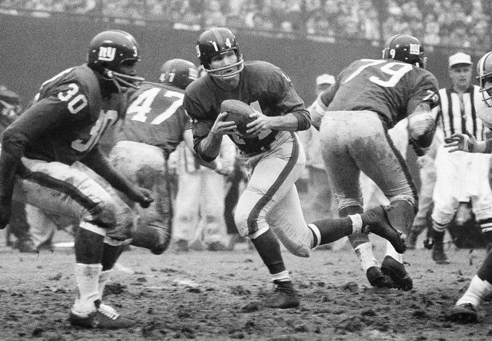 Y.A. Tittle at quarterback for the Giants in 1964.