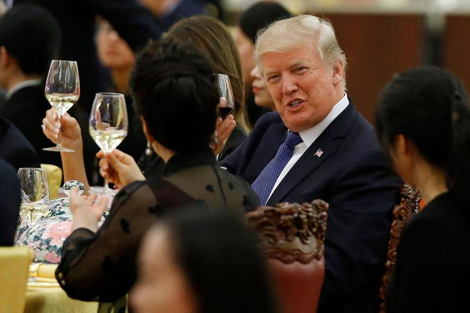 US President Donald Trump makes a toast to Peng Liyuan, wife of China's President Xi Jinping, during a state dinner in the Great Hall of the People in Beijing.