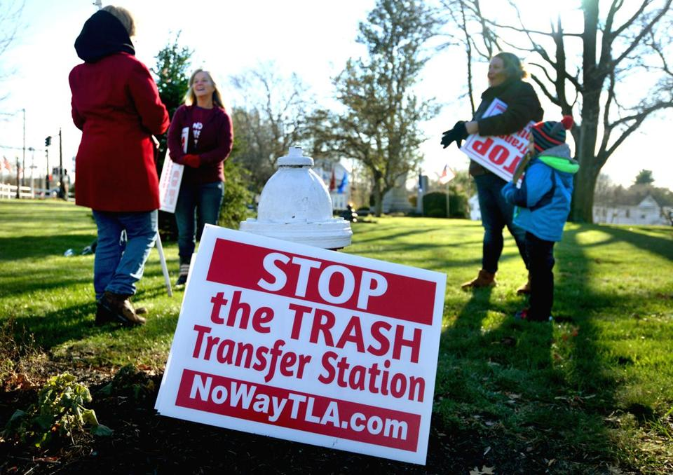 Holbrook 11/11/2017: In Holbrook Square (l-r) Patricia Greeley, Annie Barker and Janelle Farrar and her five year old son Gustin , prepare to protest the trash transfer station which the Holbrook Board of Health is expected to approve. Photo by Debee Tlumacki for the Boston Globe (south)