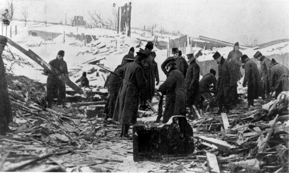 FOR COLIN NICKERSON STORY- Halifax, Nova Scotia after explosion Dec 6th 1917, soldiers search for victims of Halifax blast in debris.