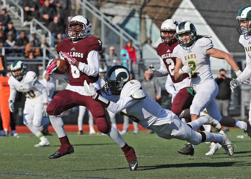 Ishmile Bangura breaks away from Lynn Classical's Ishmael Johnson on a 62-yard run.