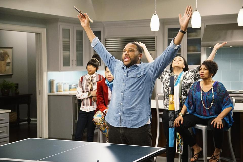 "Jenifer Lewis (right) with (from left) Yara Shadihi, Marcus Scribner, Anthony Anderson, and Raven-Symoné on ""Blackish."""