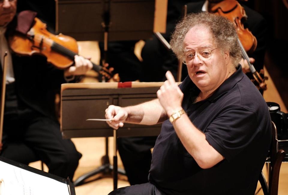 James Levine conducted the Boston Symphony Orchestra at the Salle Pleyel in Paris in 2007.