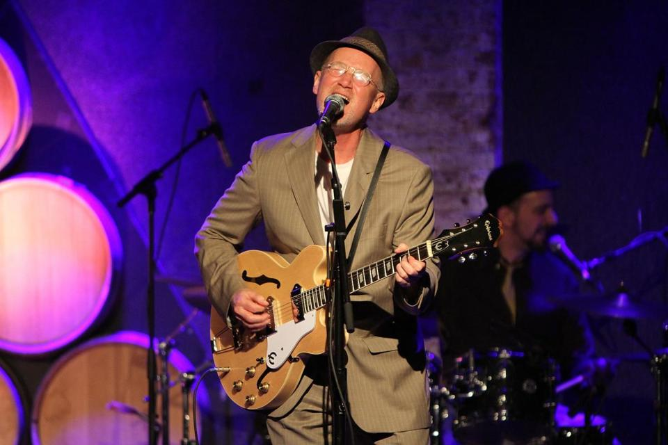 Marshall Crenshaw plays Club Passim Dec. 28.