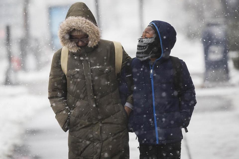 Nor'easter packing heavy snow, wind threatens new outages