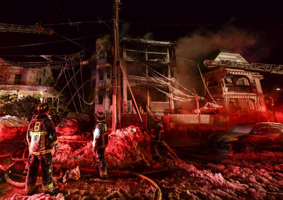 Early morning blaze displaces 4 in Dorchester on Saturday