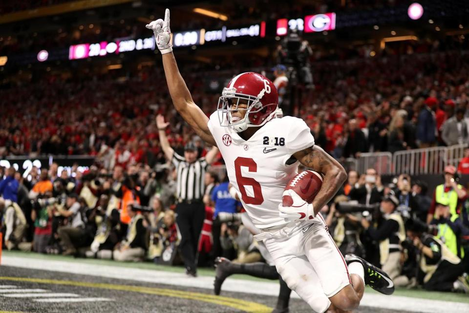Freshman DeVonta Smith celebrated after his 41-yard, game-winning touchdown catch in overtime.