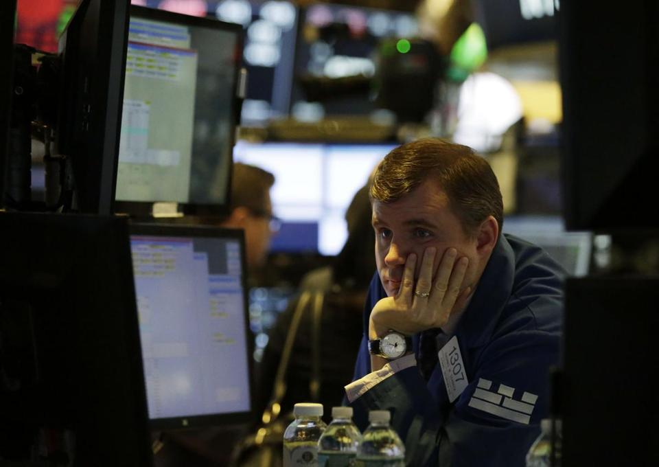 US stock markets continued to slide on Monday. after having their worst day in two years on Friday.