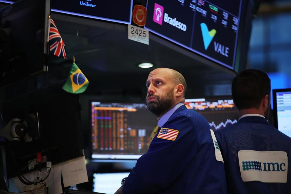 Dow plummets more than 1000 points, its second-worst trading day ever