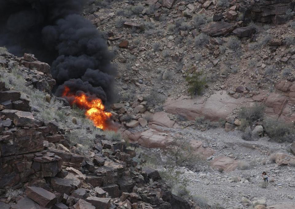 3 people killed in helicopter crash near Grand Canyon
