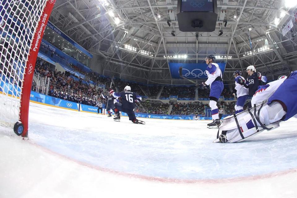 U.S. men's hockey beats Slovakia, advances to quarterfinals