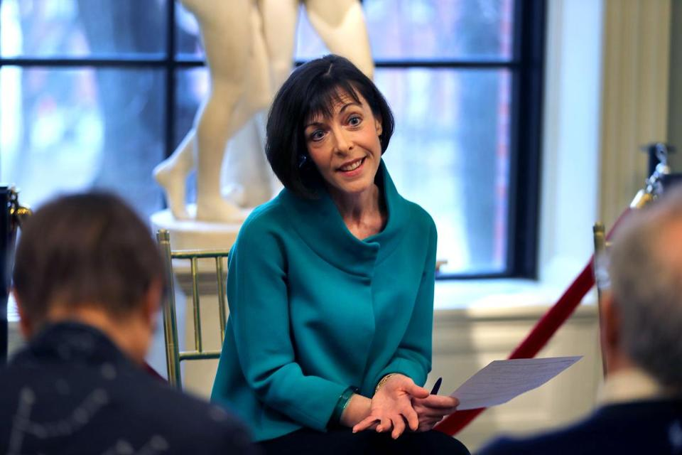 Elizabeth Barker plans to step down as director of the Boston Athenaeum.