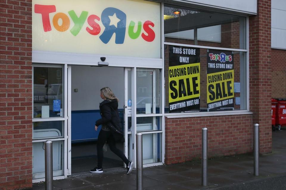 Toys 'R' Us prepares to liquidate operations
