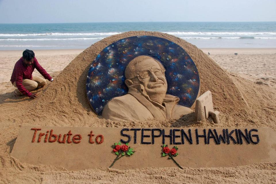 Sand artist Sudarsan Patnaik put the final touches on a sculpture honoring British physicst Stephen Hawking in India.