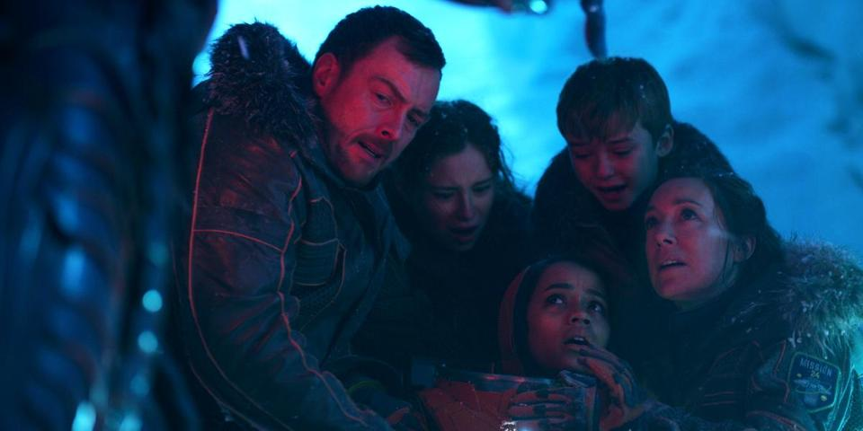 "Toby Stephens, Mina Sundwall, Taylor Russell, Max Jenkins, and Molly Parker in ""Lost in Space."""