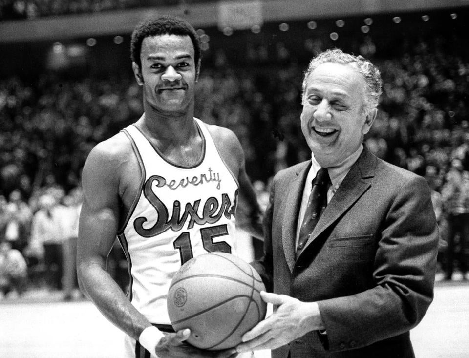 Hal Greer with Sixers owner Irv Kosloff in 1971,