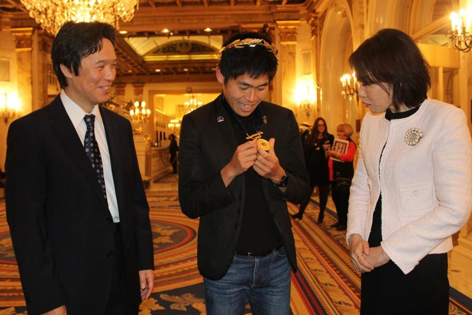 Rokuichiro Michii (left), the Consul-General of Japan in Boston, and his wife, Ikuko, with Boston Marathon men's winner Yuki Kawauchi.