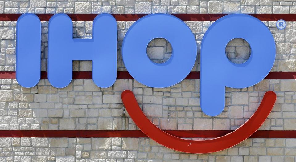 IHOP changing name to IHOB