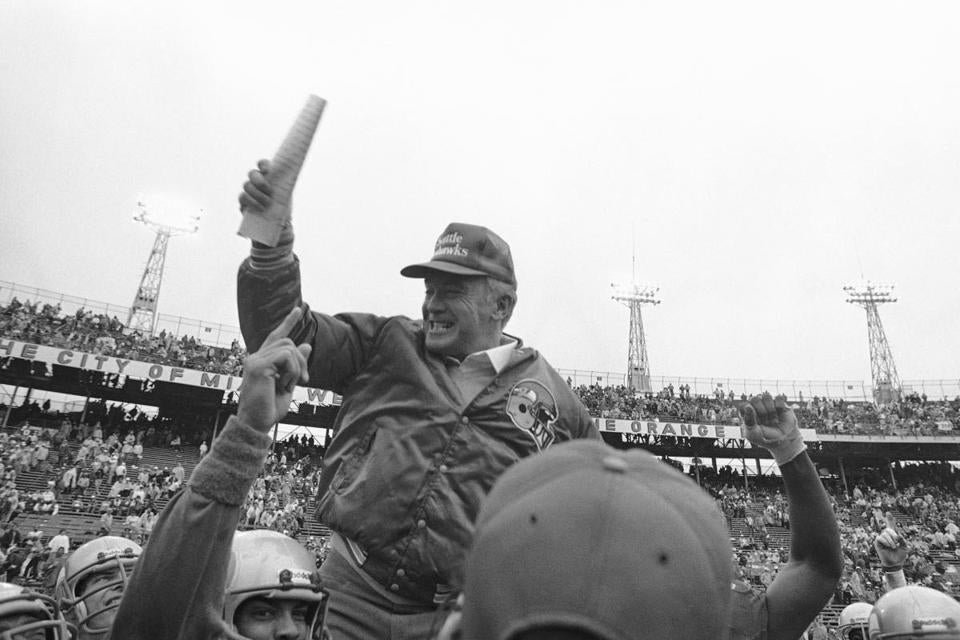 Mr. Knox was carried off the field after his Seahawks defeated Miami in a playoff game in 1983.
