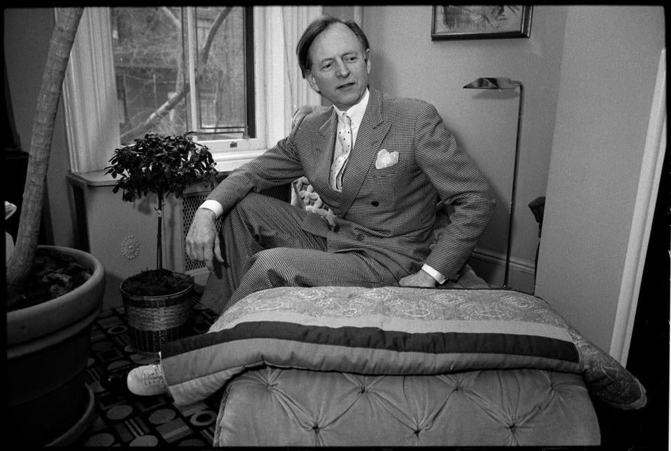 "FILE-- Tom Wolfe in New York in 1988. Wolfe, an innovative journalist whose technicolor, wildly punctuated prose brought to life the worlds of California surfers, car customizers, astronauts and Manhattans moneyed status-seekers in works like ""The Kandy-Kolored Tangerine-Flake Streamline Baby,"" ""The Right Stuff"" and ""Bonfire of the Vanities,"" died on May 14, 2018, in a Manhattan hospital. He was 87. (Angel Franco/The New York Times)"