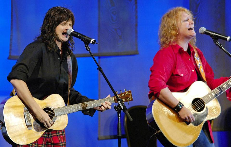 Amy Ray (L) and Emily Saliers of the Indigo Girls perform a tribute to Neil Young at the 22nd Annual ASCAP Pop Music Awards at the Beverly Hilton Hotel in Beverly Hills, CA, May 16, 2005. Young received the ASCAP Founders Award. REUTERS/Chris Pizzello ORG XMIT: PIZ09D Library Tag 06252006 NorthWest 1, 2