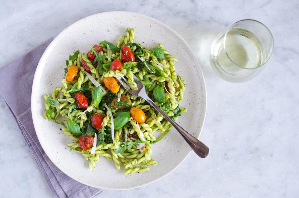 Pasta with melted cherry tomatoes and arugula pesto