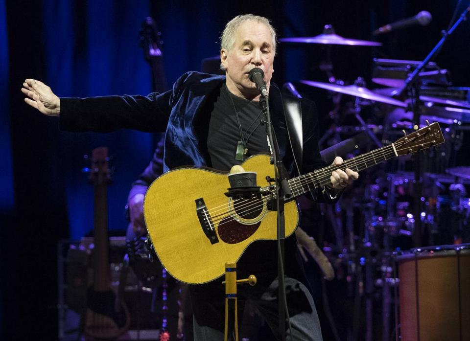 US singer Paul Simon performs on stage at the Bilbao Exhibition Centre in the Spanish Basque city of Barakaldo on November 17, 2016. / AFP / ANDER GILLENEA (Photo credit should read ANDER GILLENEA/AFP/Getty Images) 10ticketpop