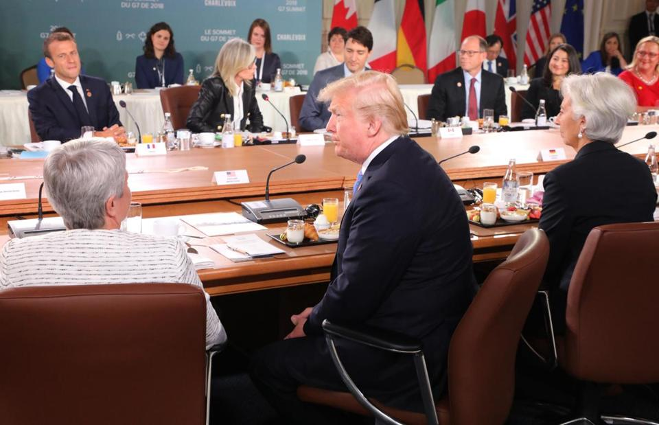 Trump's top economic adviser accuses Trudeau of back-stabbing after G7 summit
