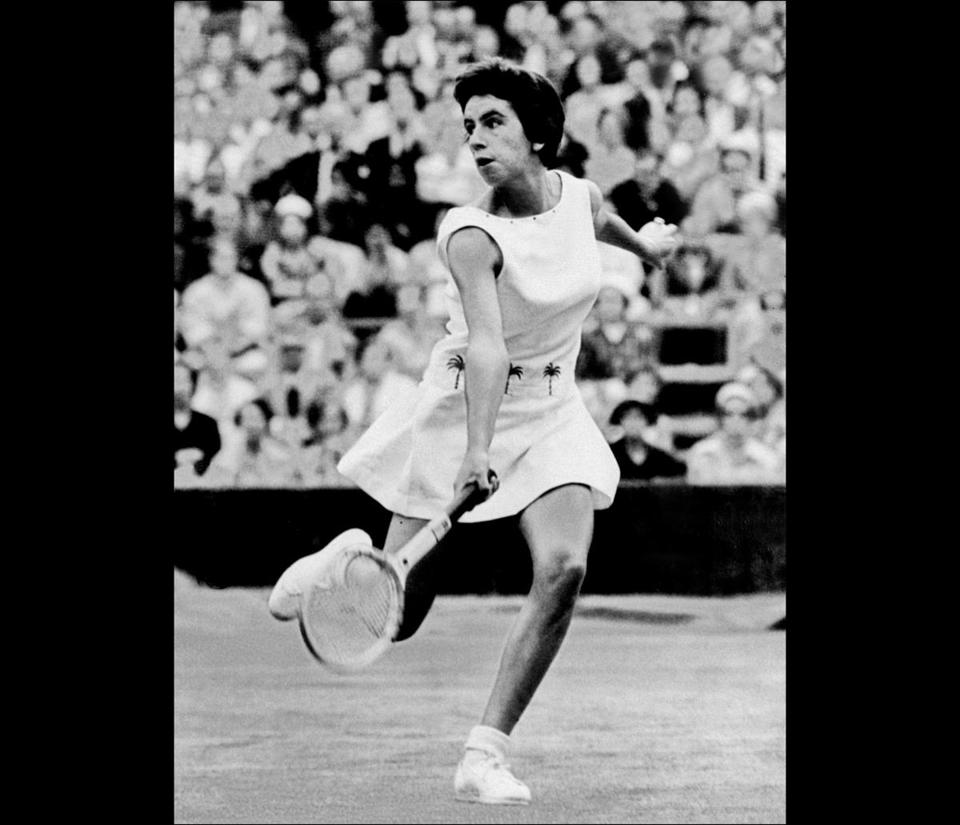 Ms. Bueno captured 19 major titles — seven in singles — between 1959 and 1968 and was inducted into the International Tennis Hall of Fame in 1978.