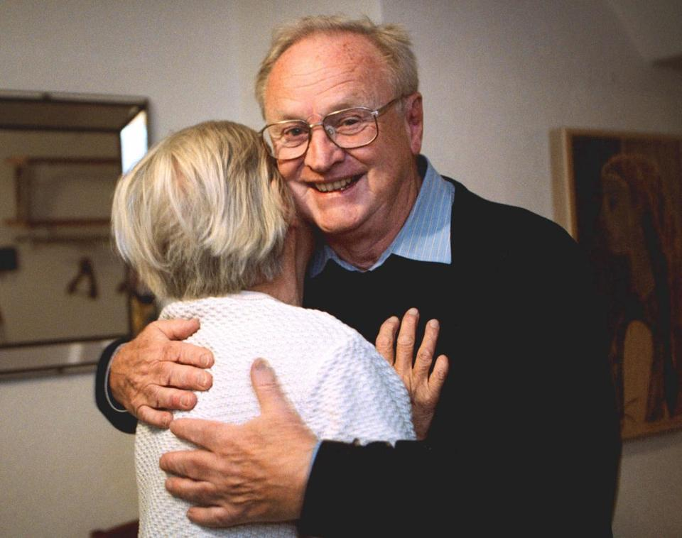 Dr. Carlsson, who proposed that Parkinson's disease was related to a loss of dopamine, hugged his wife, Ulla Lisa, after he was named a recipient of a Nobel Prize.