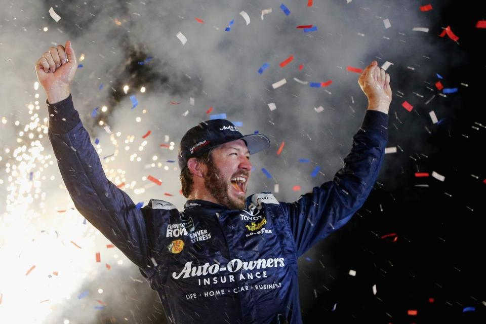 Truex Jr. in control in repeat win at Kentucky