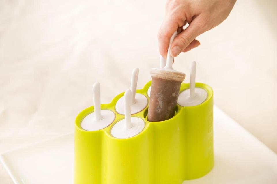Generally speaking, ice pop molds come in two styles: individual molds that fit into a base or stand, and attached molds built into a frame. I prefer the separate molds for the simple reason that they make it easy to release a single treat.