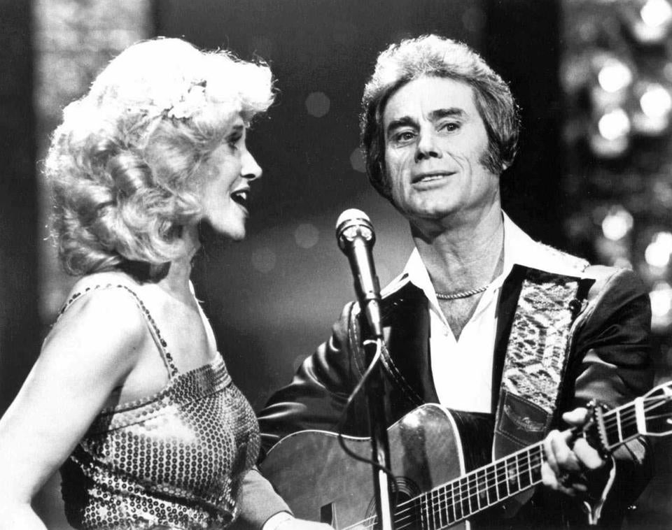 Tammy Wynette sings with George Jones in Nashville.