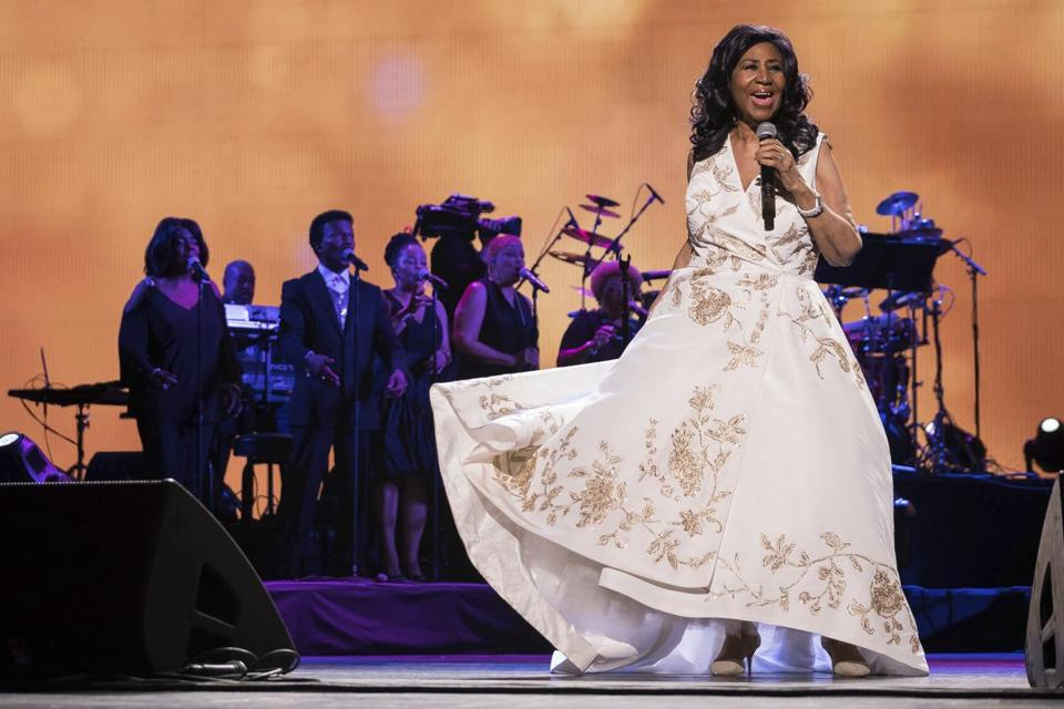 Fans mourn Aretha Franklin at gospel-infused public viewing