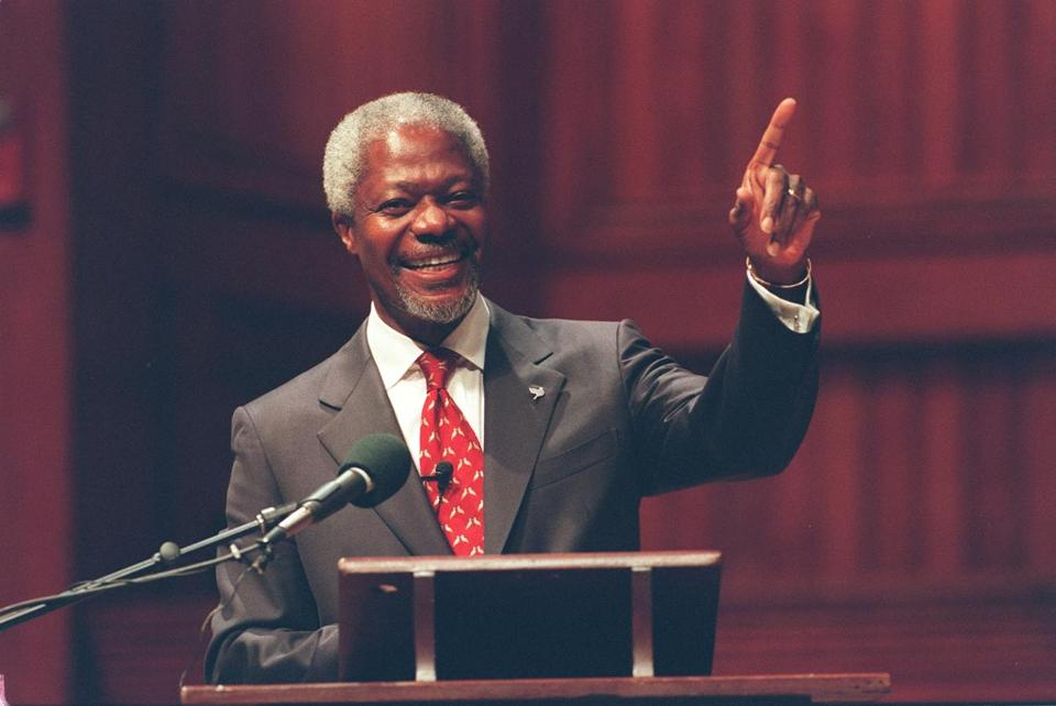 9/17/98 Globe staff pat Greenhouse story/ News,metro. Cambridge ma. Harvard University United nations secretary General Kofi Annan holds news conference, and gives public adress and receives honorary degree at Harvard University.
