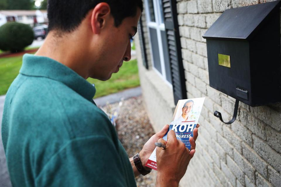 HAVERHILL, MA - 08/18/2018 U.S. Congress candidate Dan Koh writes a note to a voter while canvasing throughout the neighborhood of Haverhill. Koh is one of 10 democractic candidates running for Congress in Massachusetts's 3rd congressional district. Erin Clark for the Boston Globe
