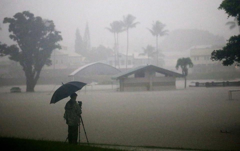 Hurricane Lane's Hawaii Strike Reminds Locals of 1992's Iniki