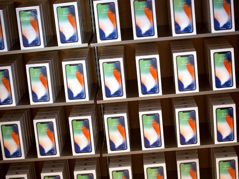 IPhone XC: The colorful budget-friendly Apple phone