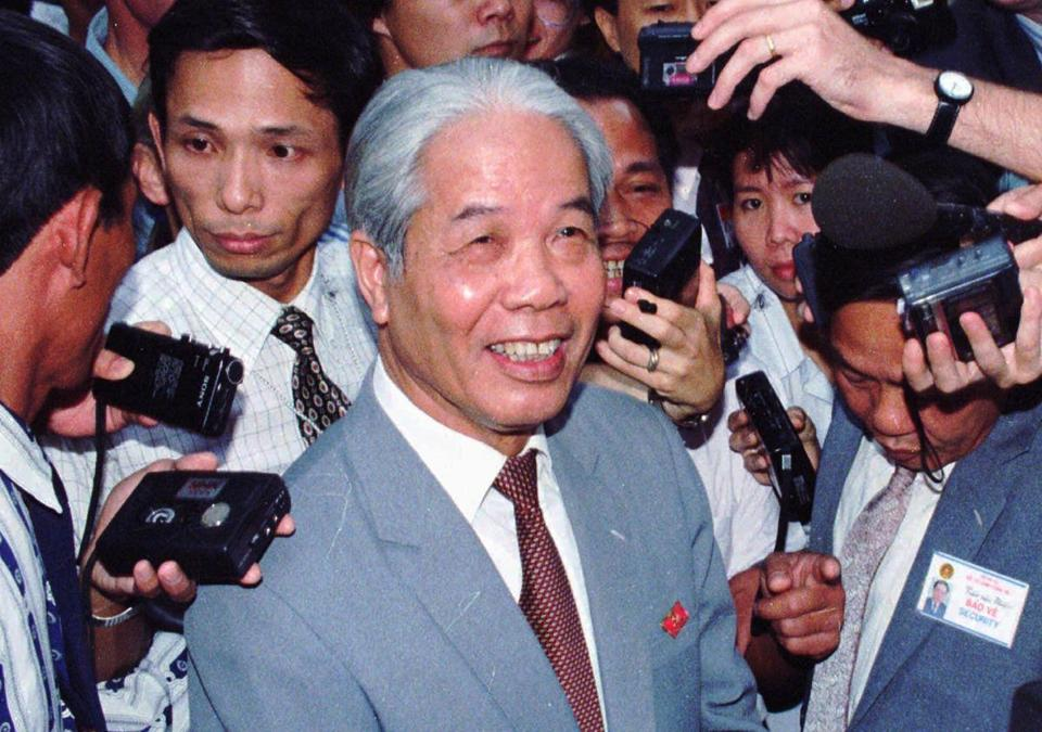 FILE - In this June 30, 2018, file photo, then Vietnam's Communist Party head Do Muoi answers questions from journalists during a break at the 8th National Party Congress taking place in Hanoi. Former General Secretary of the Communist Party of Vietnam Do Muoi, a committed communist, has died at age 101. The government said in a announcement posted on its website that Muoi died late Monday night, Oct. 1, 2018, at the National Military Hospital 108 after battling a serious illness despite efforts by Vietnamese and foreign doctors to treat him. (AP Photo/Xoan Lam, File)